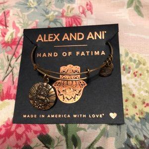 New w/ card Alex ani hand of Fatima gold bracelet